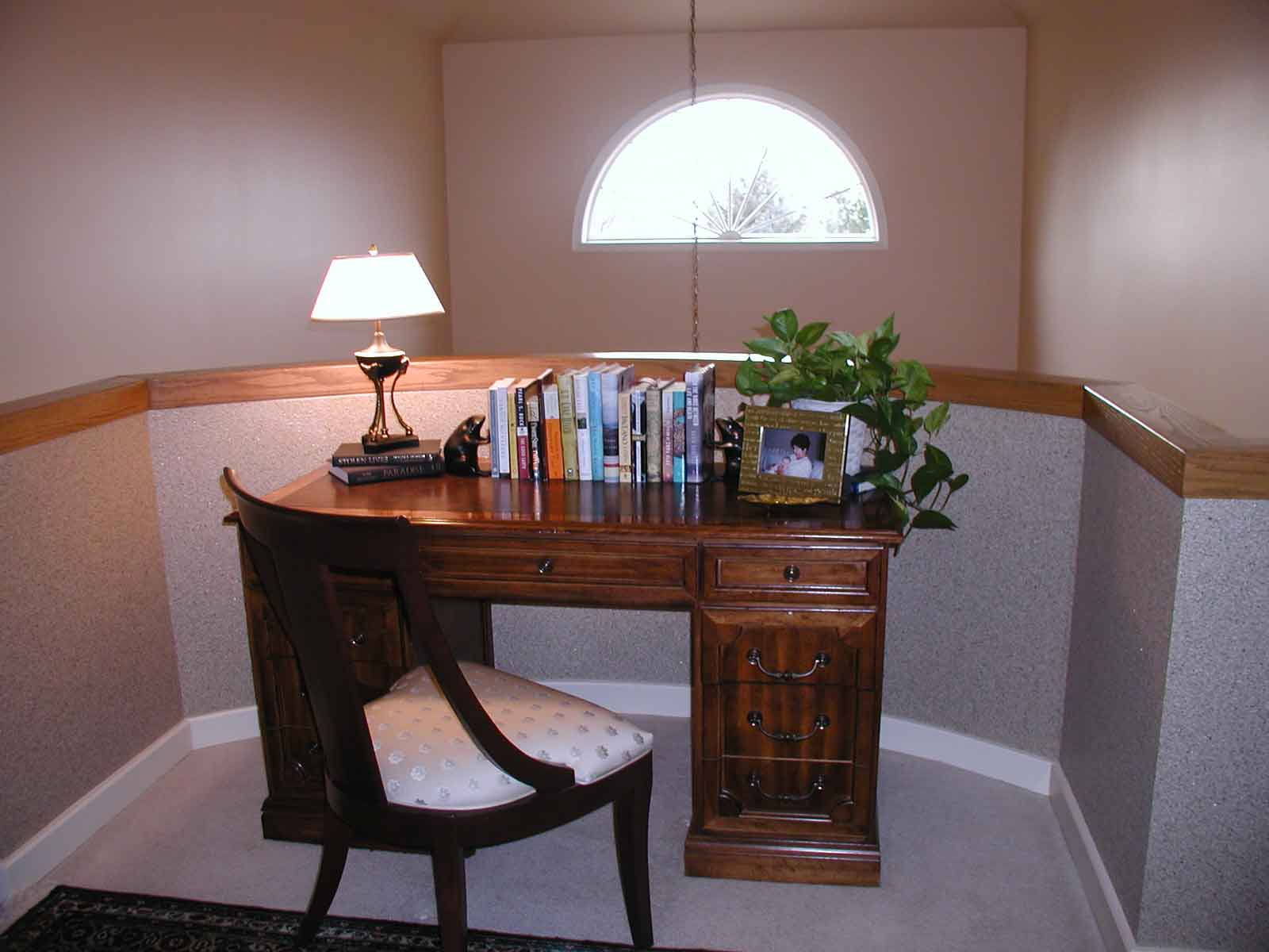 traditional home office design ideas in corner