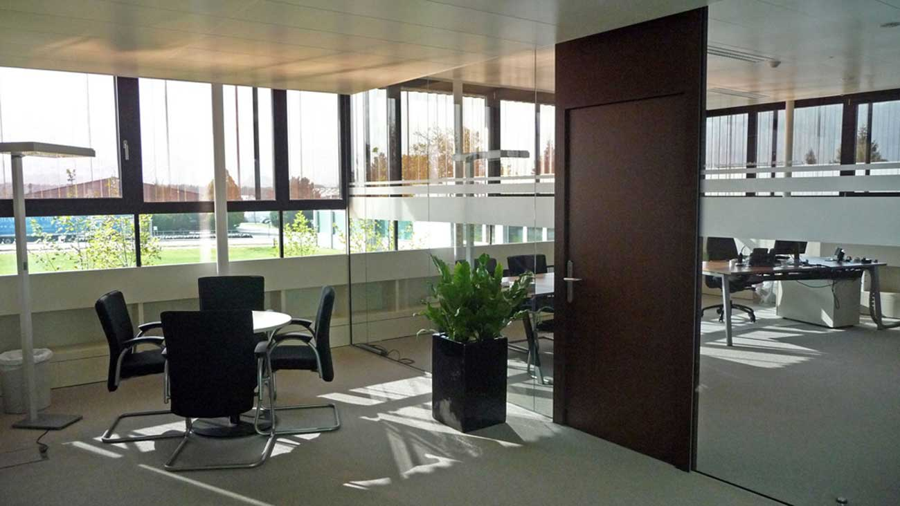 Innovative High End Glass Walls with Screens